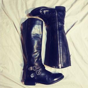 Hinge black leather boots